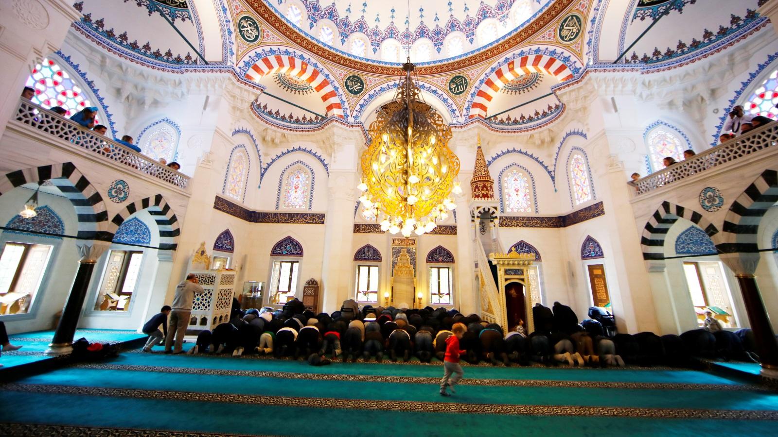 المسلمون الجدد بين عالمَين